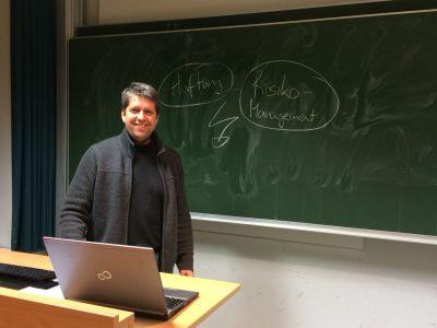 Dr. Marcel Malmendier bei Vortrag